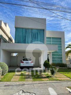 Casa à venda no condomínio Biratan Carvalho